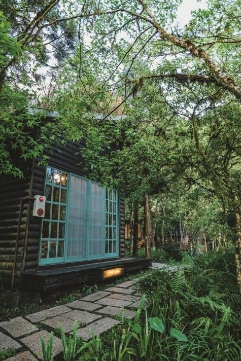 景観抜群のカフェバーも。自然をスタイリッシュに楽しむなら「棲蘭山荘」。