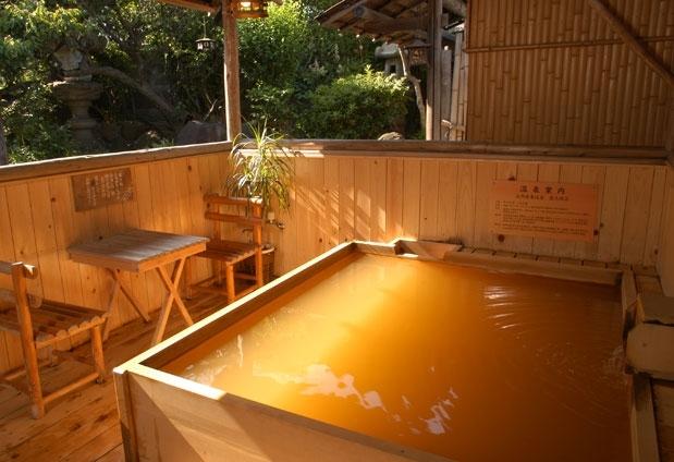 「料亭旅館 人丸花壇」の魅力とは④療養温泉の庭園風呂