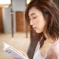 年間100冊読むモデル・松原汐織が推薦!「一人旅のお供にぴったりの3冊」