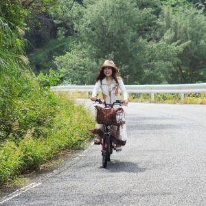 奄美観光大使・とまこが離島・加計呂麻島でプチ冒険。レンタサイクルで風を切る最高のひととき【連載第37回】