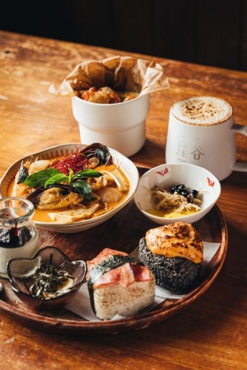 イチオシは、地元産・龍水米のおにぎりを主役にした定食。