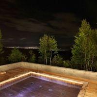 星空を見ながらの最高の湯浴み。高原に佇む温泉リゾートホテルとは
