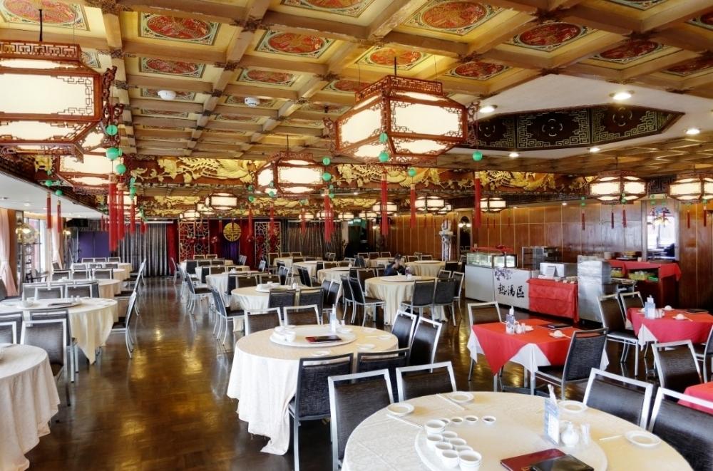 不思議な時空間が広がるレストランで、飲茶に舌鼓