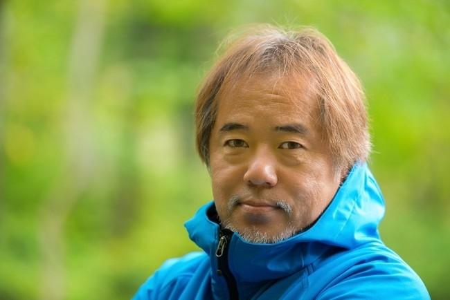 フォトスポットに案内してくれるのはプロ写真家の嶺村裕さん