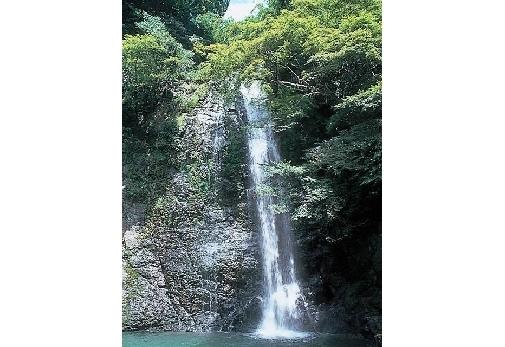 関西で日帰り旅行におすすめの観光名所③箕面大滝