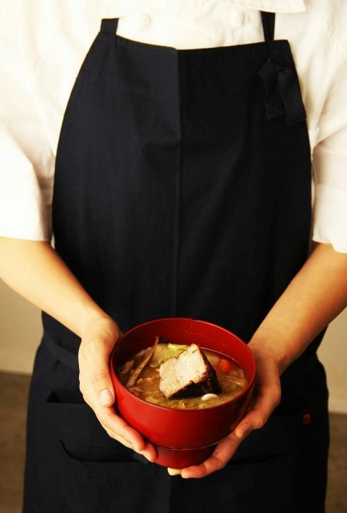 有機野菜を使用した食べ応えのあるおみそ汁を提供