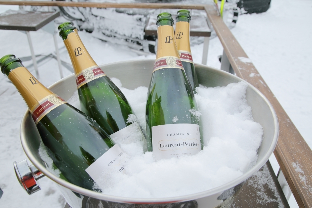 「星野リゾート トマム」で体験したいこと① 「絶景シャンパンバー」でシャンパンを楽しむ