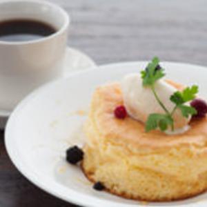 名物のふわふわパンケーキでひとやすみ。夜カフェ利用にも便利なお店を発見