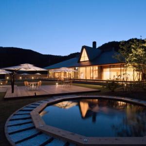 3棟のコテージを備えた「山荘 天の里」の贅沢な過ごし方ガイド