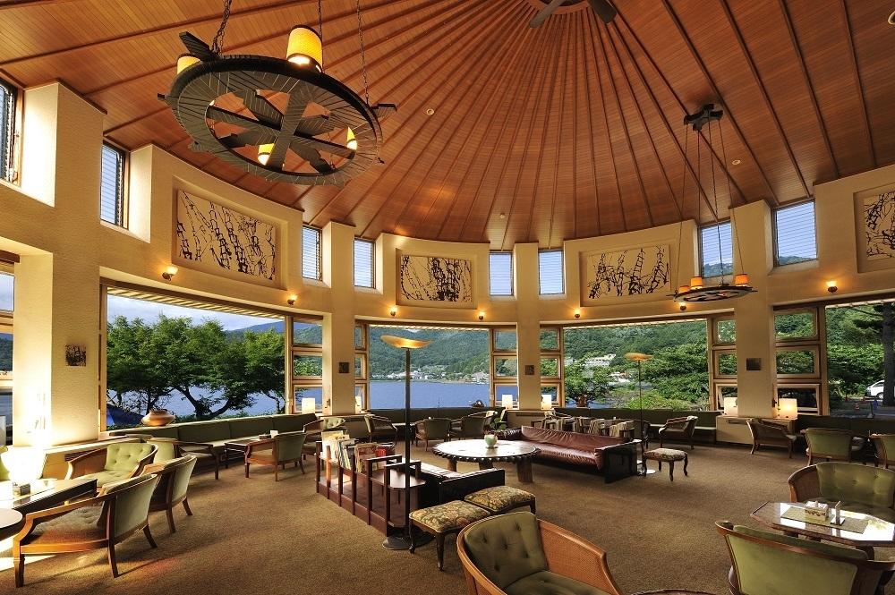 ホテル内にあるラウンジは宿泊者&宿泊しない人たちにも人気のスポット