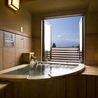 河口湖と富士山を独り占め!カップルも家族連れも「富士レークホテル」へ