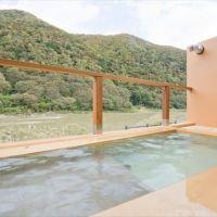 渓流を露天風呂や客室から眺める心安らぐ時間。山形「高見屋 最上川別邸 紅」へ行こう