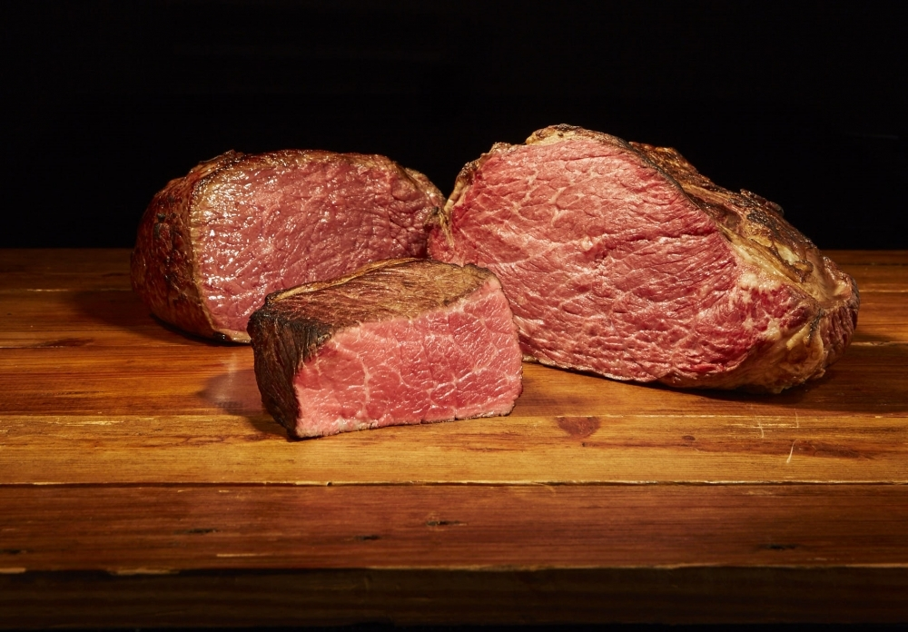 こだわりのつまった肉料理を焼きたてで!